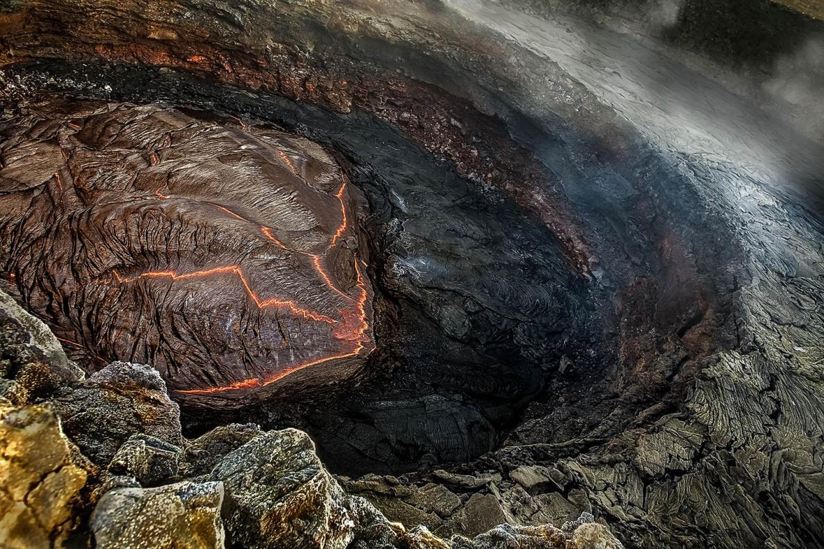 Lava lake in Erta Ale Sud pit - January 2008  Il lago di lava del cratere Sud dell'Erta Ale - Gennaio 2008