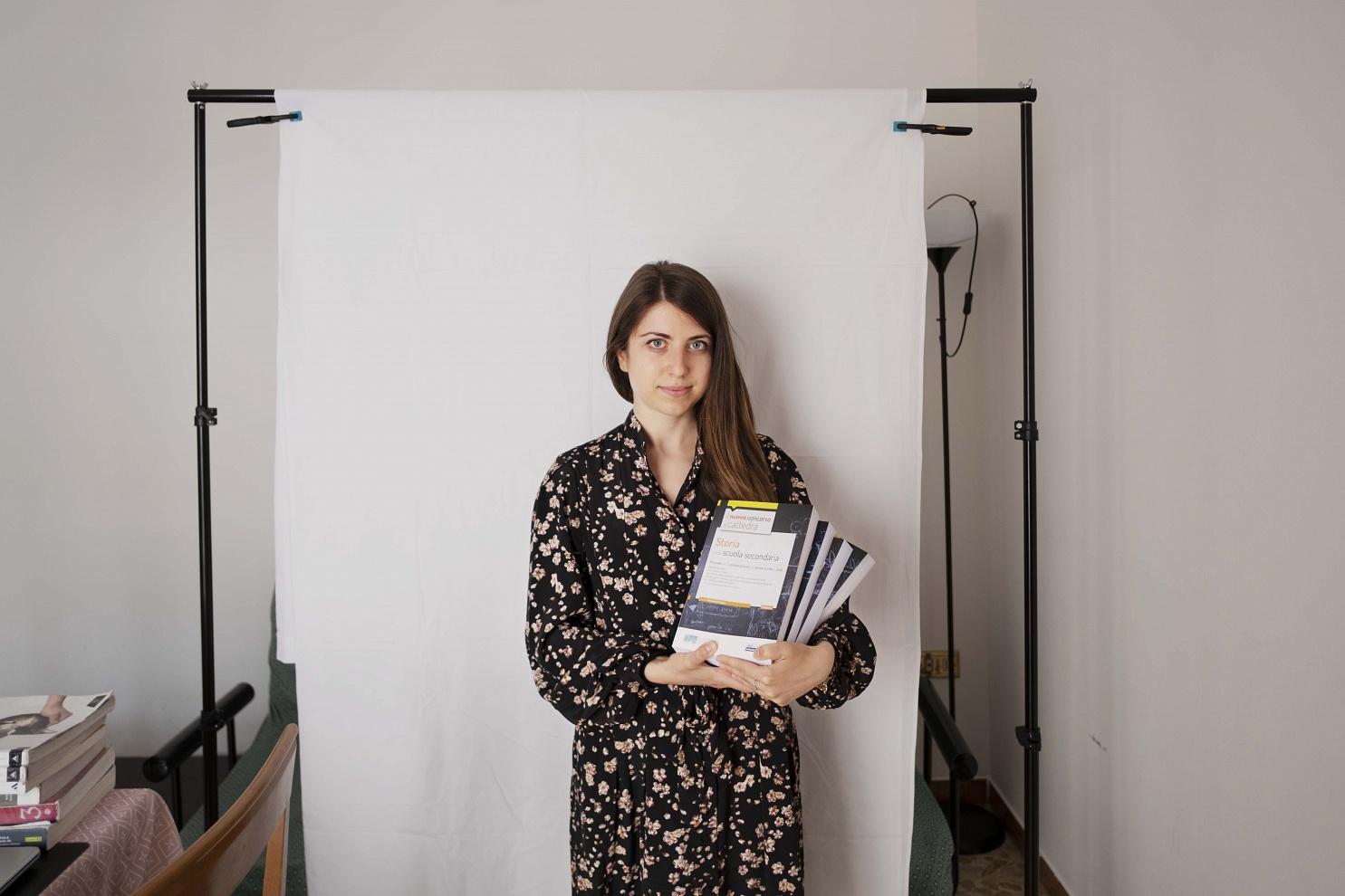 Laura Bordoni, 28 anni, Brescia - Il lockdown è stato per lei il momento per acquistare i libri utili a preparare il concorso per l'insegnamento nella scuola pubblica.