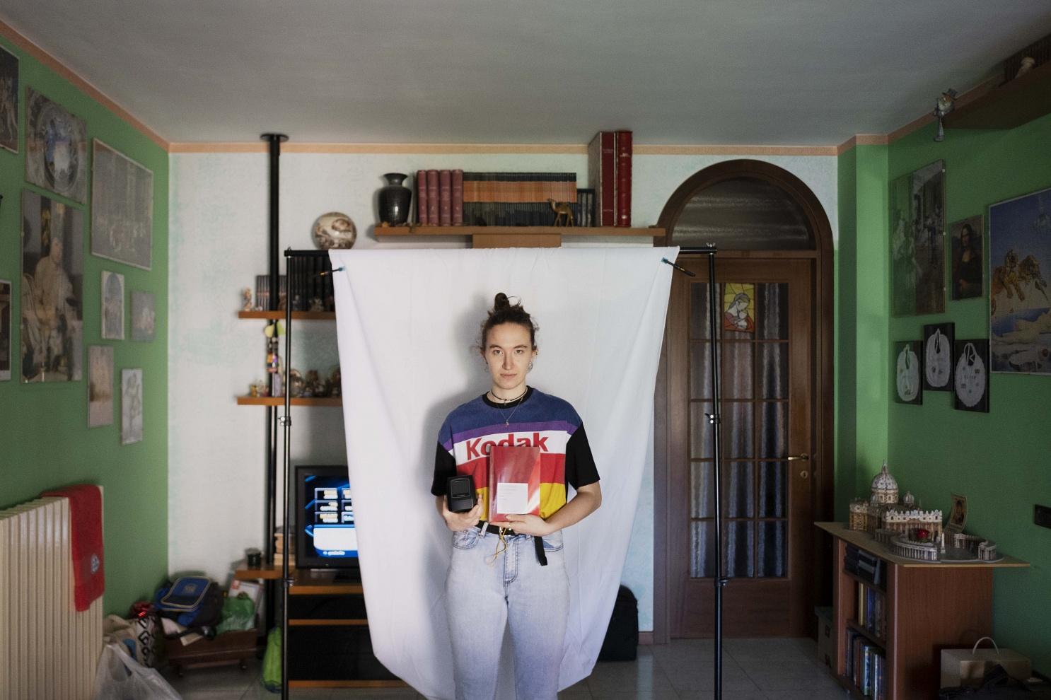Elisa Moretto, 22 anni, Zelo Buon Persico (LO) - Ha acquistato uno scanner per diapositive che le ha permesso di digitalizzare l'archivio di famiglia durante i due mesi di lockdown. Ha anche acquistato un libro indispensabile per i suoi studi universitari.