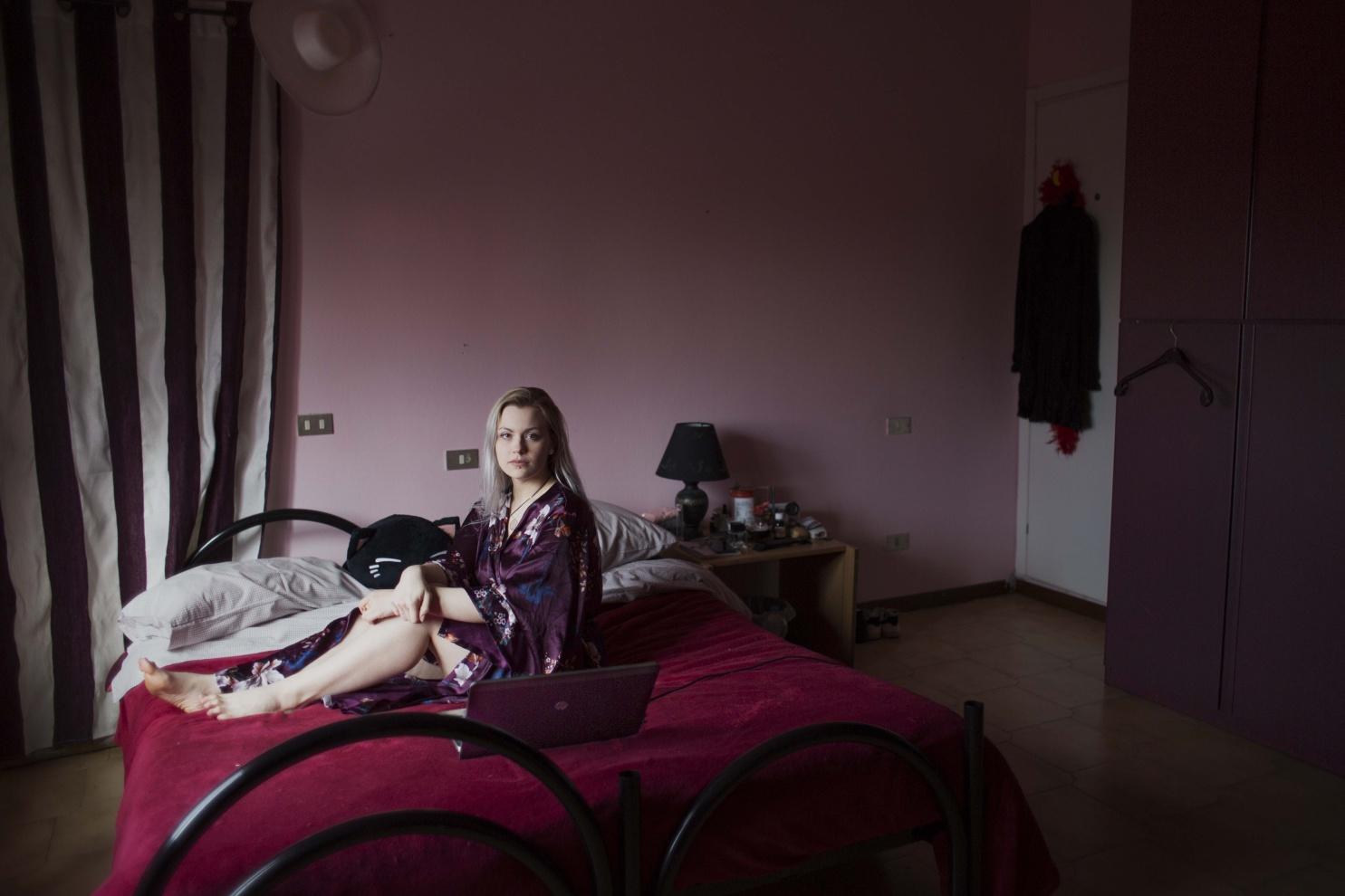 Giada, 22 anni, Scannabue (CR) - - Prima o poi dovrò imparare a truccarmi, già sono un ingegnere elettronico donna.