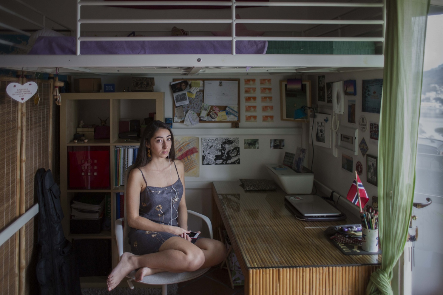 Bruna, 22 anni, Bacoli (NA) - - Non è che per essere bella devi assomigliare ad altre centocinquantamila persone.