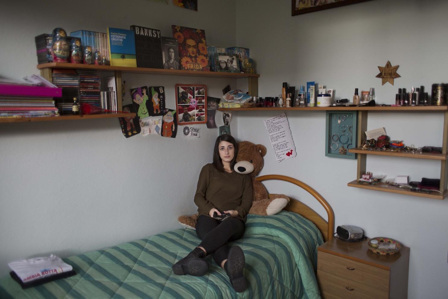 Erika, 21 anni, Mogoro (OR) - - Vorrei studiare Interior Design ma non voglio gravare con le spese dell'Università sui miei genitori.